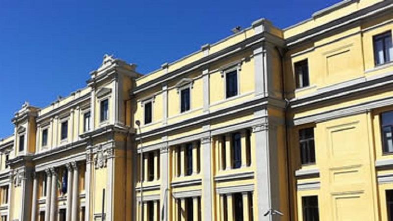 La facciata del Tribunale