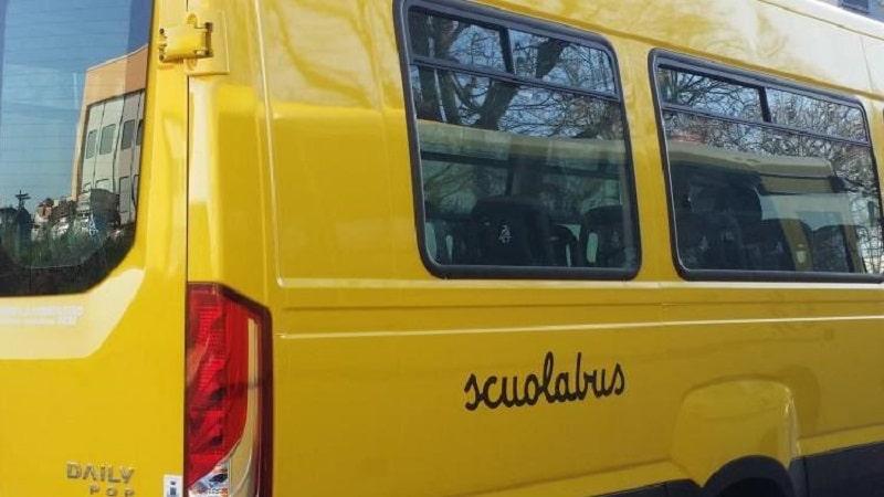 scuolabus bimbo