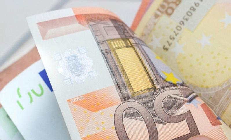 paga con banconota falsa