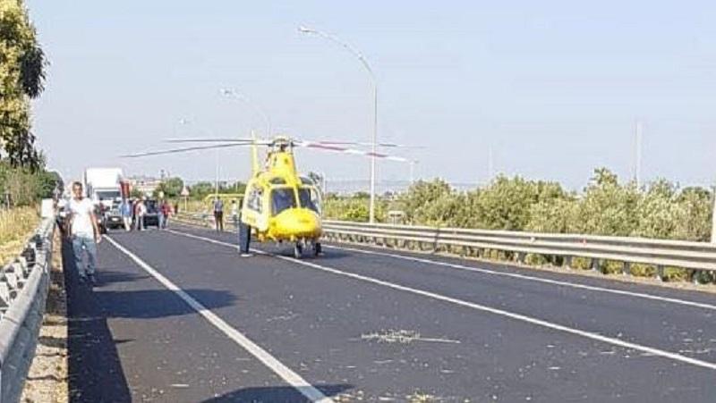 Incidente sulla S.S. 106 nel Catanzarese, feriti gravi: intervento elisoccorso