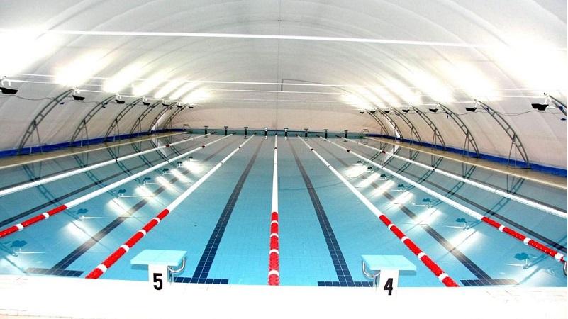 L'interno della piscina