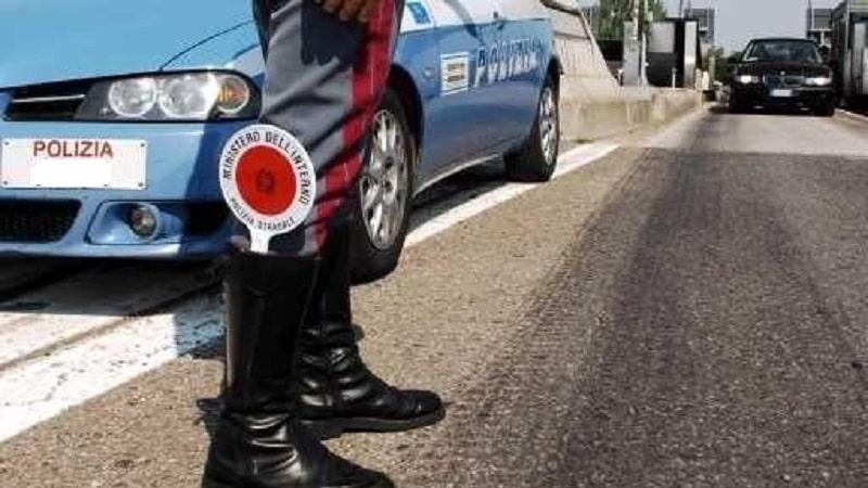 Sperona auto polizia