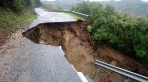 Strada crollata