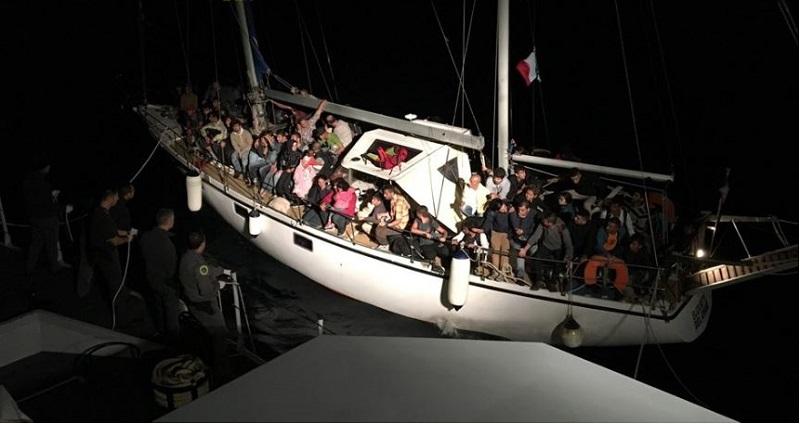 minasi veliero con 31 migranti Crotone