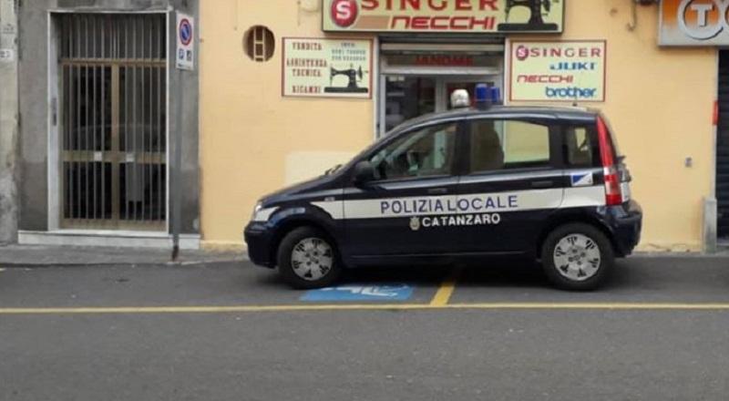 Auto vigili in sosta vietata