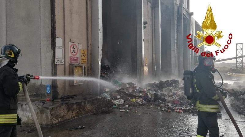 vigili del fuoco rifiuti lametino