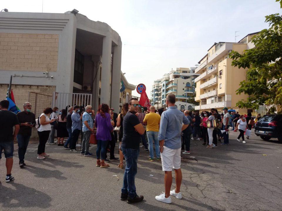 Abramo Costumare Care, vertenza senza fine: ancora tre giorni di sciopero (FOTO)