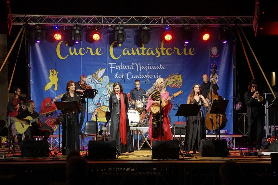 Festival dei cantastorie, concerto di musica popolare chiude la prima edizione