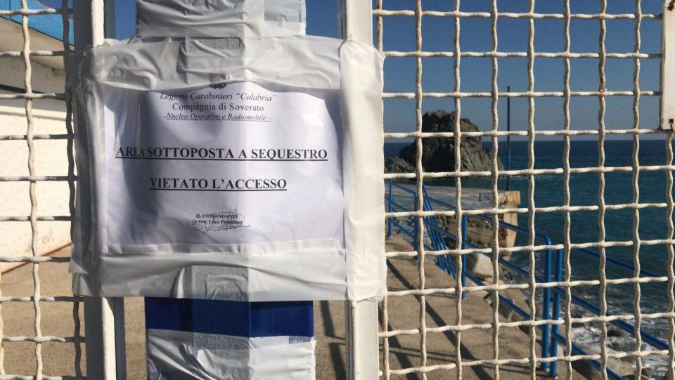Omicidio a Pietragrande, i ragazzi della Scogliera omaggiano Loredana