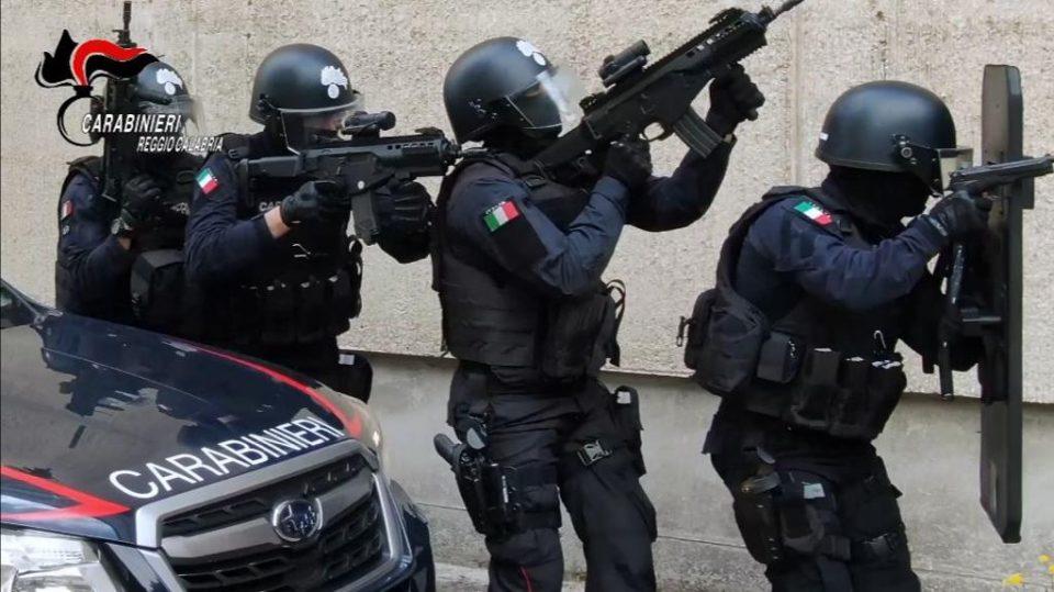 uomo ferito carabinieri