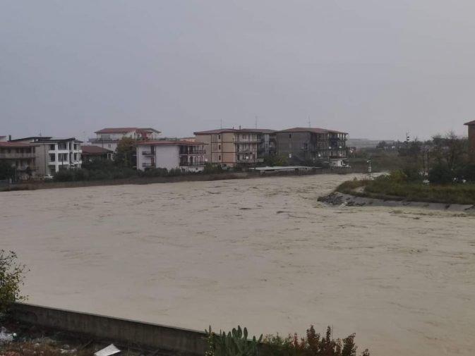 fiume esaro ingrossato