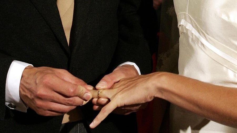 Falsi Matrimoni In Cambio Di Permessi Di Soggiorno 16 Arresti A Messina