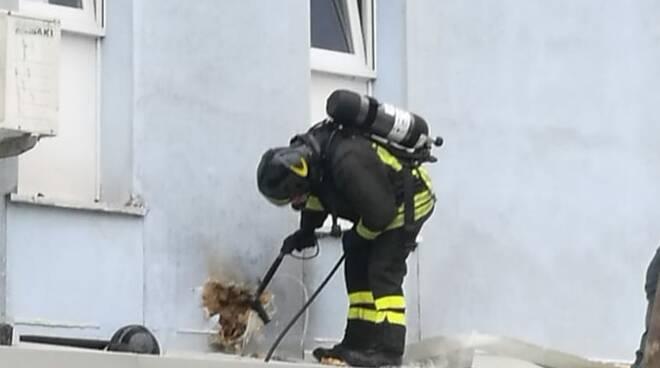 incendio crotone vigili del fuoco