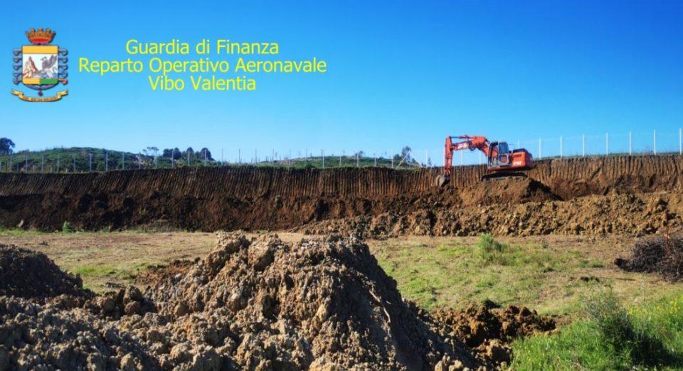 Deturpano collina per costruire villette, due denunce a Crotone (FOTO)